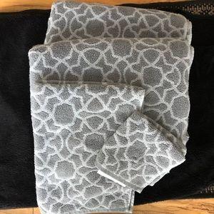 Hudson Park Bath Towels Set Tile Gray
